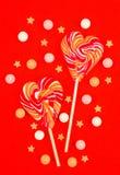 Леденцы на палочке в форме сердца Конфеты стоковое фото rf