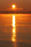 ледисто над заходом солнца моря стоковые изображения rf