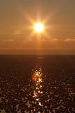 ледисто над заходом солнца моря стоковые изображения