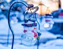 Ледистые ветви дерева и ледистый снеговик Стоковая Фотография RF