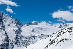 Ледник в лыжном курорте Solden во время солнечного дня Стоковая Фотография