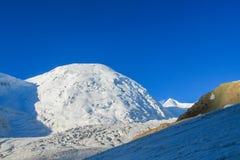 Ледник льда снега гор Памира холодный белый стоковые изображения rf