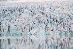 Ледник отражен в воде Стоковые Изображения RF