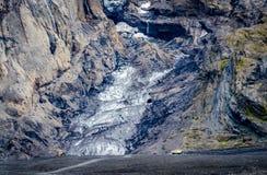 Ледник Masive в Исландии, малых тележках в расстоянии стоковое изображение