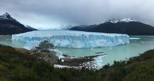Ледник Perito Moreno - естественное явление стоковая фотография