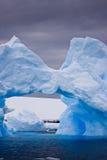 ледовитый айсберг большой Стоковые Изображения