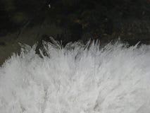 Ледяные кристаллы которые появляются когда лед плавит в результате изменений температуры стоковая фотография rf