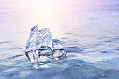 Лед на замороженном озере Изображение макроса, малая глубина поля стоковая фотография