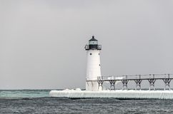Лед на пристани на свете Manistee Стоковое Изображение RF
