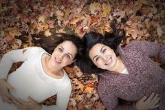 Лежать в листьях фото 758-629