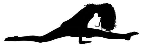 Лежать на поле и делать шпагат Девушка спортсмена в тренировке спортзала Проникать вверх перед тренировкой гимнастики иллюстрация вектора