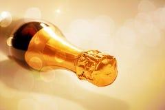 Лежа новая изолированная бутылка шампанского Стоковая Фотография