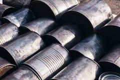 Лежа чонсервные банкы металлов стоковое фото