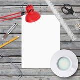 Лежите на листе и офисе деревянного пола пустом бумажном Стоковое Изображение RF