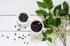 Лекарственное растение - вишня птицы (padus сливы) Стоковая Фотография