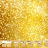 Лента золота бумажная горизонтальная на абстрактной снежной предпосылке Стоковое Изображение RF