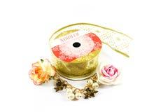 Лента золота с бумажными цветками Стоковое Изображение