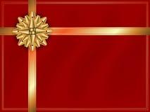 Лента золота с смычком золота на красном шаблоне предпосылки Стоковые Изображения