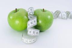 лента измерения яблок Стоковые Фотографии RF