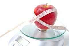 лента маштаба измерения яблока Стоковое фото RF