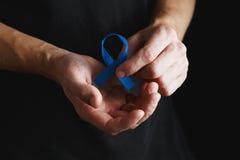 лента рака предстательной железы, концепция рака толстой кишки, голубая лента Стоковое Изображение RF