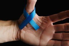 лента рака предстательной железы, концепция рака толстой кишки, голубая лента Стоковая Фотография