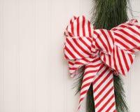 Лента рождества на Beadboard Стоковые Изображения