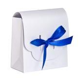Лента сатинировки белой подарочной коробки голубая Стоковое фото RF