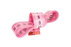 Лента flexibke розового портноя измеряя изолированная на белой предпосылке Стоковое Фото