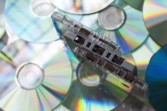 Ленты магнитофонной кассеты и диски КОМПАКТНОГО ДИСКА Стоковое фото RF