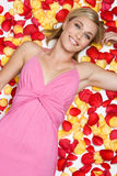лепестки девушки цветка стоковые изображения rf