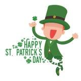 Лепрекон держа клевер 4-лист для карточки дня St. Patrick Стоковое Изображение RF
