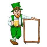 Лепрекон с чашкой если пиво около знака Стоковое Изображение