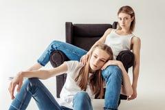 Лесбосские пары на кресле Стоковое Изображение