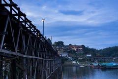 Лесистый мост в Sangkhlaburi Стоковые Фотографии RF