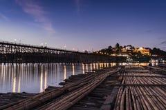 Лесистый мост на ноче Стоковая Фотография RF
