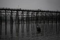 Лесистый мост на ноче Стоковое Изображение