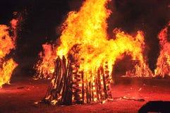 Лесной пожар в ноче стоковое изображение