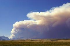 Лесной пожар над равнинами Стоковое Изображение