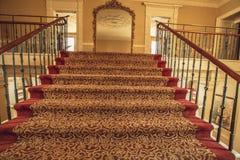Лестница водя к зеркалу Стоковое фото RF