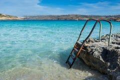 Лестница водя вниз в красивое голубое море Стоковое фото RF