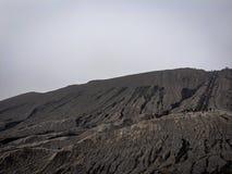 Лестница в горном виде Bromo от далеко Стоковая Фотография