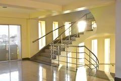 Лестница в гостинице здания стоковое изображение rf