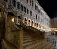 Лестница в дворце ` s дожа, Венеции Стоковая Фотография