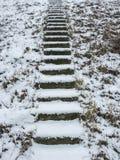 Лестница в зиме Лестница покрытая с снегом Стоковые Изображения RF