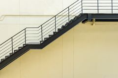 лестница для пожарной лестницы с стальными перилами и лестницей Стоковое Фото