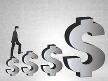 Лестница знака доллара человека взбираясь Стоковое Изображение RF
