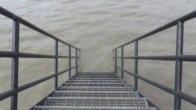 Лестница и река