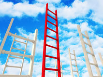 Лестница концепции красная к успеху Заволакивает предпосылка голубого неба Стоковые Фото