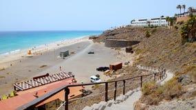 Лестница к пляжу в курорте Playa de Esquinzo, Фуэртевентуры, Канарских островов, Испании стоковое фото rf